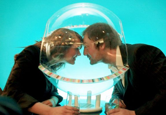 The Sound Bubble: plastic helmet to eliminate background noise in bars for easier conversation