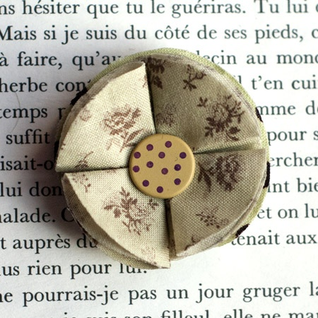 "1.7"" Fabric brooch 'Pistache' - $13.30  #broche #brooch #tissu #fabric #peachbanana"
