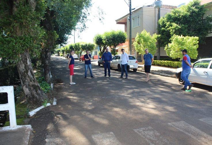 Membros do Departamento Municipal de Trânsito (Demutran) de Cunha Porã estiveram reunidos, na manhã de sexta-feira (23), para deliberar sobre ações que preveem a melhoria do trânsito no perím