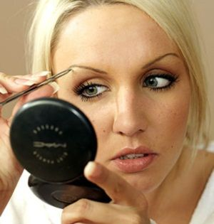 How to Pluck Your Eyebrows – Get Shapely, Sexy Eyebrows Fast