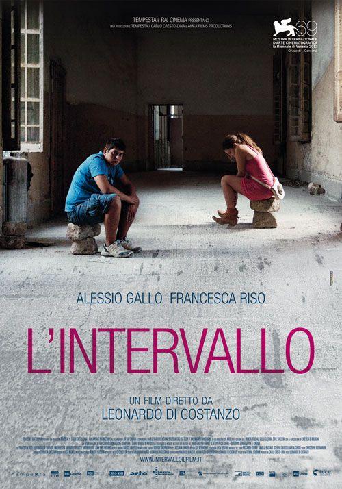"""""""L'intervallo"""", regia Leonardo Di Constanzo distribuito da Cinecittà Luce, design internozero comunicazione"""