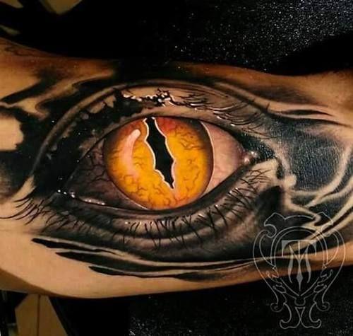 Ojo de Sauron : Ojo de Sauron para nuestro amigo Yayi, diseño y tattoo de @metetintas en Alta Escuela Tattoo Málaga | metetintas