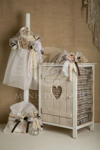 Σετ βάπτισης για κορίτσι λαμπάδα με χειροποίητα υφασμάτινα λουλούδια και ξύλινο ντουλαπάκι με παρτιτούρες