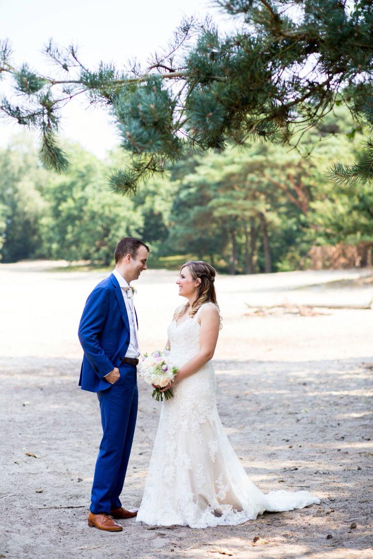 Koppelshoot tijdens een real Wedding. Trouwlocatie de Vlaamsche Schuur. Credits Moniek van Gils Fotografie
