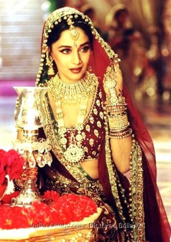 "Madhuri Dixit in ""Kahey Ched"" -Kathak style dance track from  Devdas [2002]"