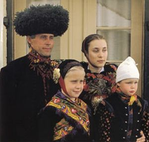 Amagerdragten - når klæder skaber folk Folkedragterne fortalte meget om bæreren. Amagerdragterne havde nogle særlige træk.
