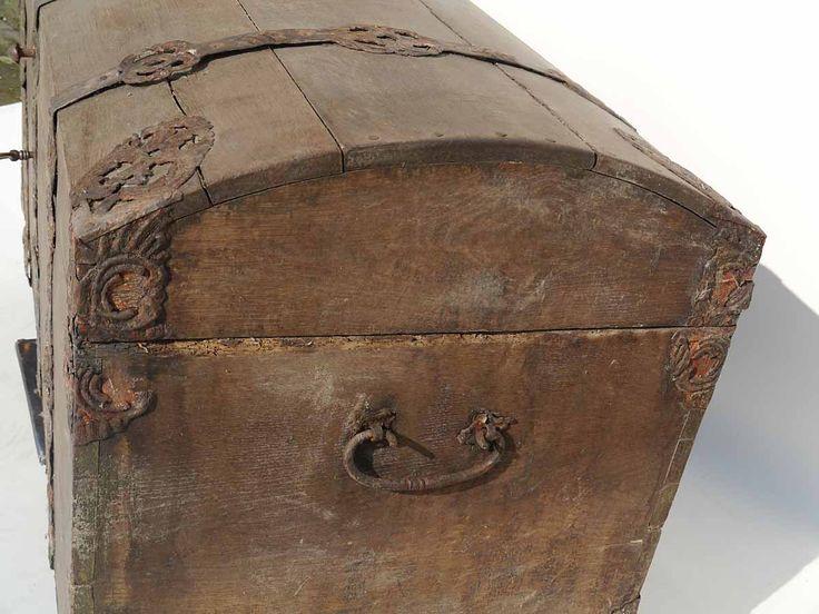 die besten 25 antike truhen ideen auf pinterest berseekoffer vintage koffer und st mme und. Black Bedroom Furniture Sets. Home Design Ideas