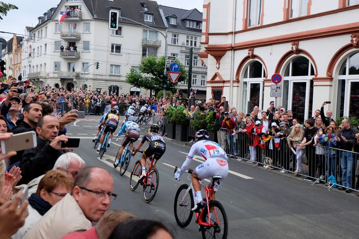 https://flic.kr/p/WapU7p | Rausfahrt | Tour de France Grand Départ in Düsseldorf, Peloton in Oberkassel