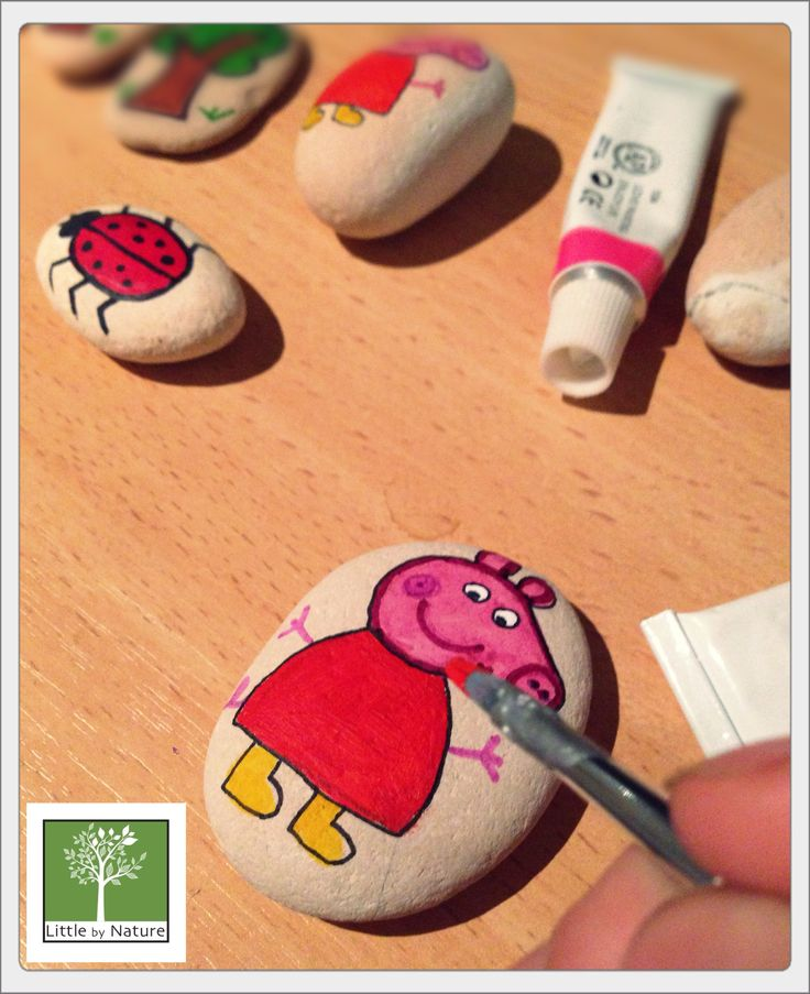 Peppa pig themed story stones for a special birthday party. Set 15 inc bag $22 Aud www.littlebynature.com.au