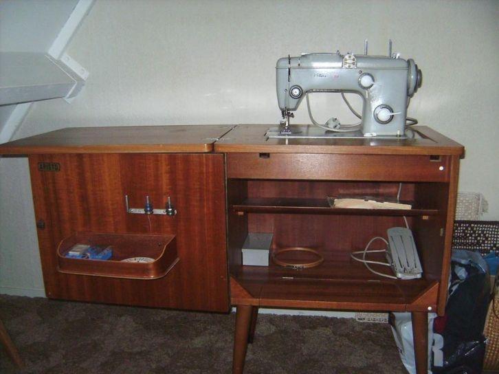 Pfaff naaimachine met kast