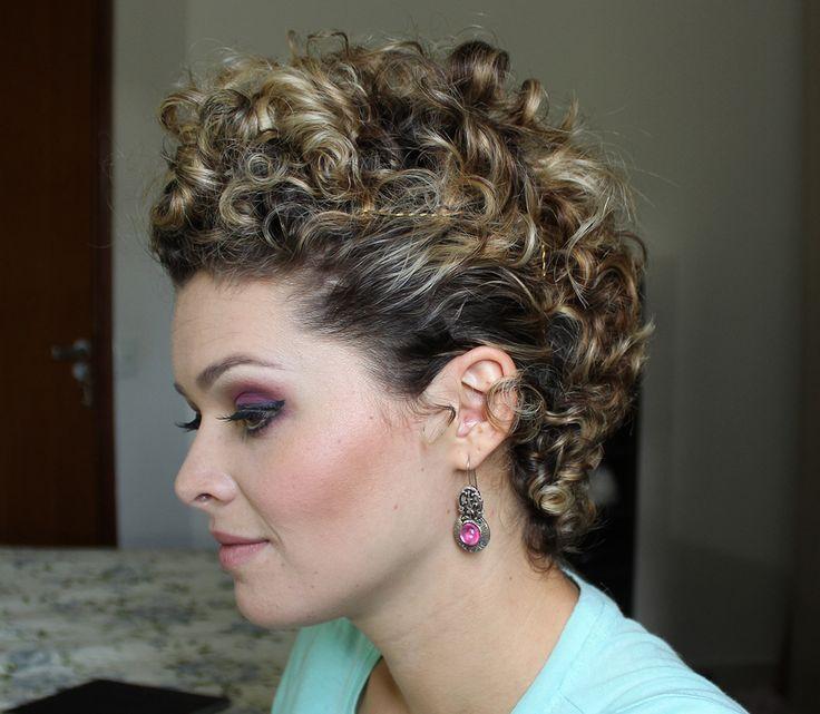 Moicano – Penteado para cabelo cacheado curto