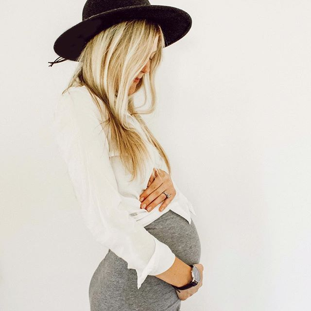 22 Weeks Baby Bump Side Profile Bumpstyle Looks Look Gravidez
