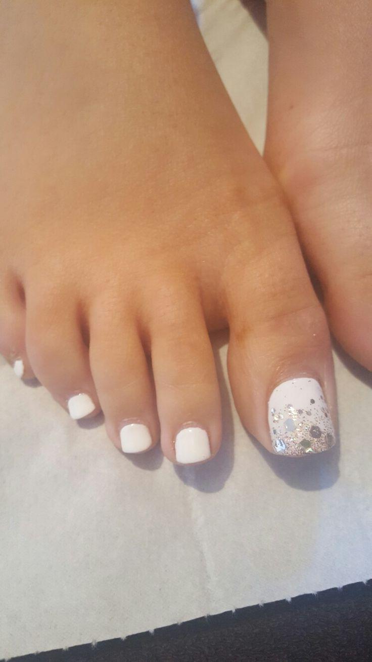 Toe nails toenail design shellac white glitter ombre ...