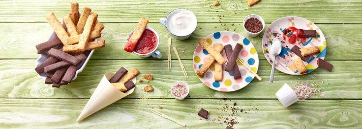 Kuchen to go! Mit dem REWE Rezept für Cookie Fries und rot-weißem Dip sind Sie der Backstar auf der nächsten Party. Backen Sie jetzt den handlichen Trend nach »»