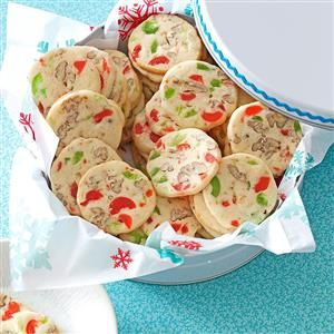 17 Make-Ahead Christmas Cookies - Looking to start your holiday baking early? Learn how to make and freeze cookie dough weeks in advance with these handy tips and recipes for make-ahead Christmas cookies.
