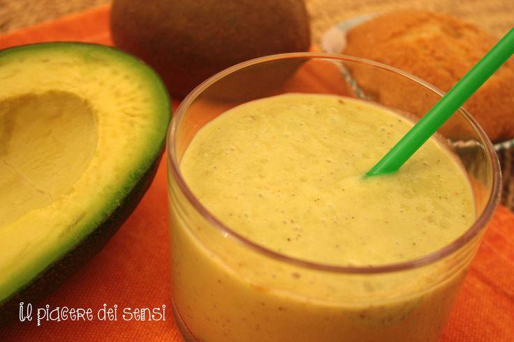 Frappè di frutta esotica http://ilnuovopiaceredeisensi.altervista.org/frappe-di-frutta-esotica/ #frutta #fruit #avocado #ananas #cocco #kiwi #frullato #frappè #ricetta #homemade #fattoincasa