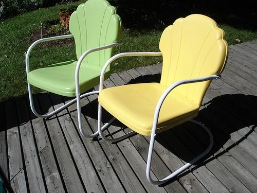 Metal Lawn Chairs, Metal Furniture, Vintage Metal, Back Yard, Folding Chair,  Motel, Garden Features, Gliders, Yard Ideas