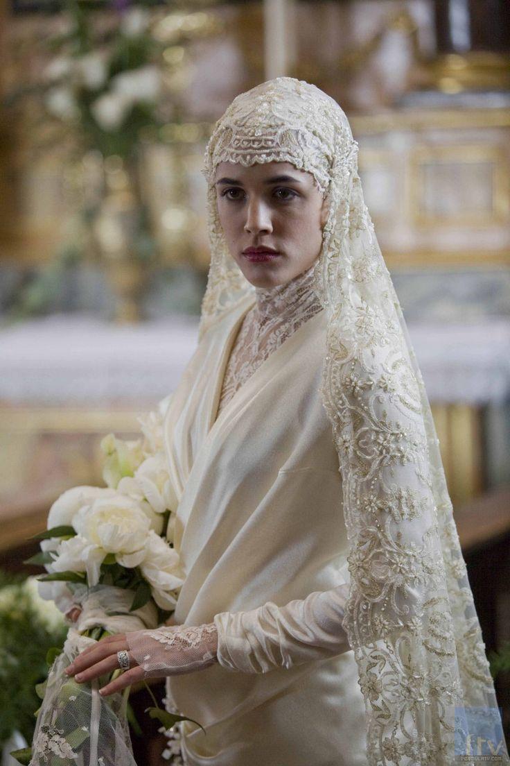 Bridal gown ~ 20's style Keywords: #greatgatsbyweddings #jevelweddingplanning Follow Us: www.jevelweddingplanning.com www.facebook.com/jevelweddingplanning/