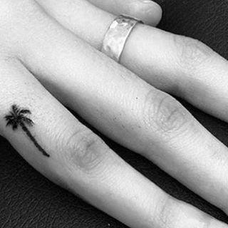 Стильные маленькие татуировки: идеи миниатюрных рисунков на теле | Glamour | Glamour.ru