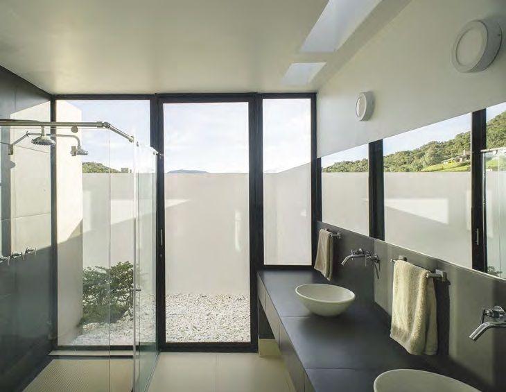 Ba os abiertos a jardines minimalistas permiten la - Banos minimalistas ...