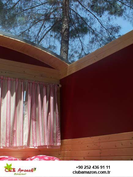 ÇİNGENE ARABASI:  Duş-wc si içindedir. Odada tv, uydu alıcısı, minibar, saç kurutma makinası, soğuk geceler için ısıtıcısı, serinlemek için tavan vantilatörü vardır. Çam ve günlük ağaçları altındaki çingene arabalarımızın en büyük özellikleri çift kişilik yatakların üstünün tamamen cam olmasıdır.