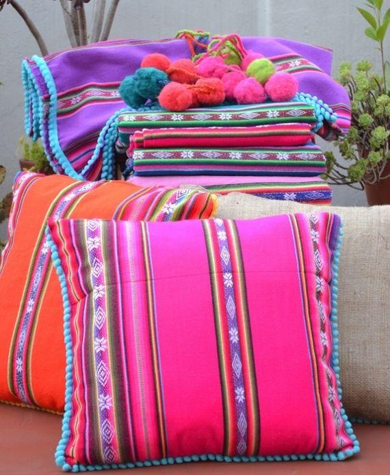 ALMOHADONES Almohadones decorativos de primera calidad, realizados con relleno de vellón siliconado, tela arpillera y aguayos provenientes de Bolivia...
