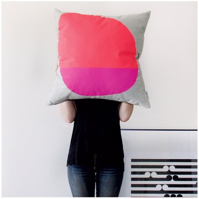 Jennifer + Smith Cushion Selfie | Rose vs Magenta Floor Cushion | Some Days Collection | www.jenniferandsmith.com