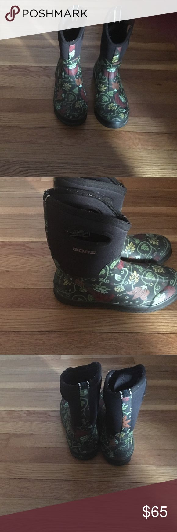 Bogs winter boots Super warm rubber with neoprene upper super easy on easy off. I just never use them I have hunters.has opening on sides for easy on off.floral design on bottom with black neoprene upper. Size 11 I wear a ten but needed the 11 they run small Bogs Shoes Winter & Rain Boots