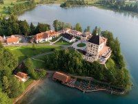 9 great castle hotels around the globe.