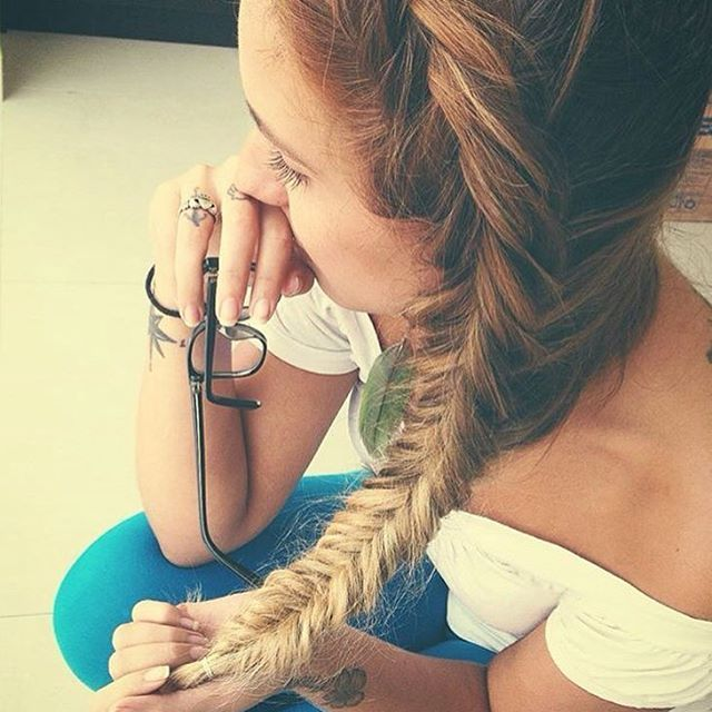 Top 100 side braid photos Toda sirena debe tener su cola de pez 🐠🐚💙 ---- #letherbraid #braided #sidebraid #fishtailbraid #dutchfishtail #valencia #trend #mermaidhair #hairstyle See more http://wumann.com/top-100-side-braid-photos/