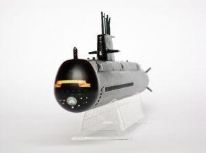 """HMAS Collins - Model australijskiego okrętu podwodnego typu Collins. Długość modelu 22 cm. Model plastikowy, ręcznie złożony i ręcznie pomalowany w skali 1:350.    """"HMAS Collins"""" (311990) - this is model of australian submarine, Collins type. Lenght 22 cm (centimetres). This is plastic model, hand-glued and hand-painted in 1:350 scale models."""