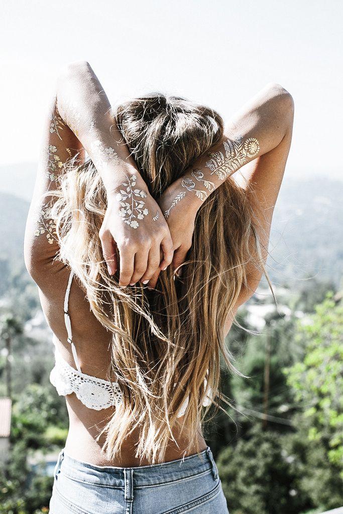Тренд металлические татуировки