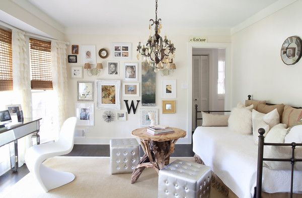 Great office/guest room... and wall of art.