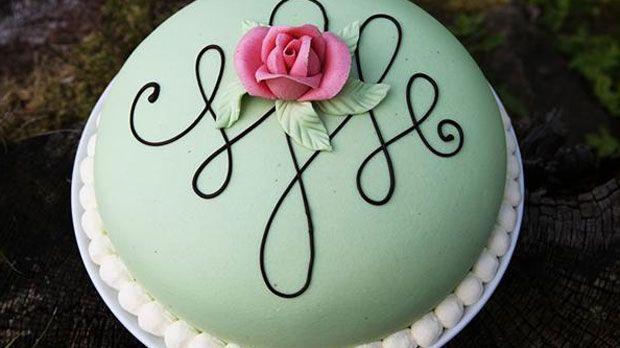 Prinsessekagen, eller prisesstårta som den hedder på svensk, stammer fra Sverige, og er en fin og feminin kage.