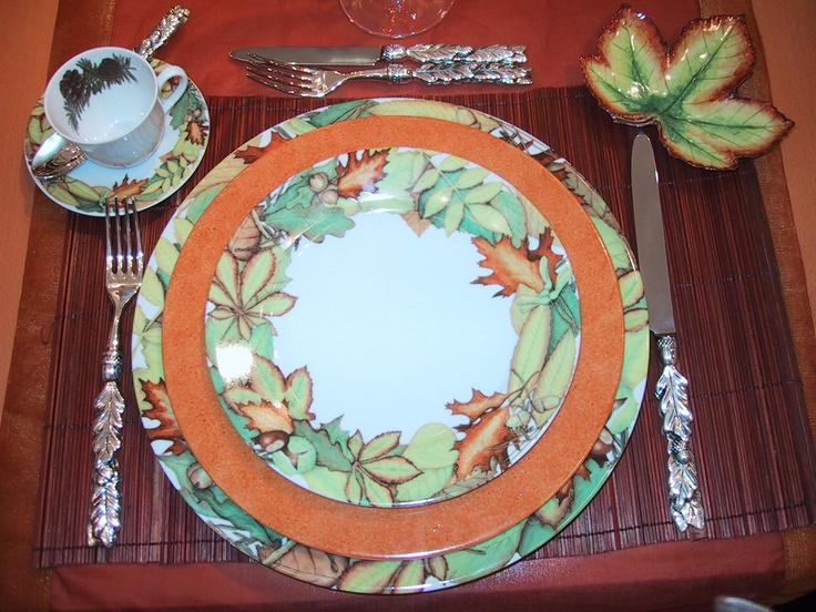 collection  autumn leaves  plates  cups and saucers and lovely accents in Limoges : leaves dinnerware - pezcame.com