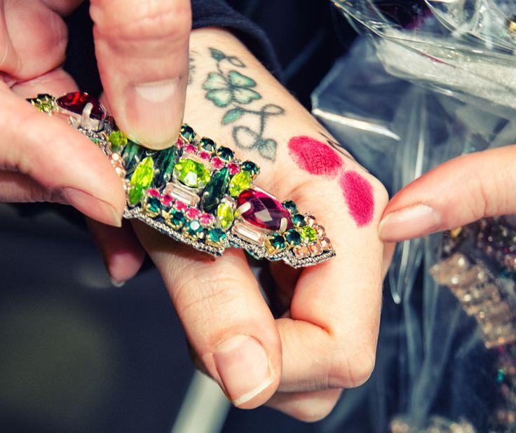 Ci vuole il rossetto giusto!! Trovi gli orecchini Ngoc nel nostro e-store http://goo.gl/cZC8Z3 #bluepointfirenze #gioielloitaliano #jewels