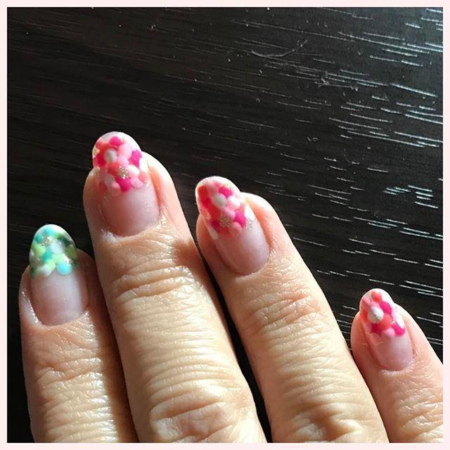 ネイル、デザインチェンジ♪ #ジェルネイル#ネイル#春#鮮やか#水玉#ランダム#ピンク#グリーン#セルフネイル#簡単#デザイン#ドット