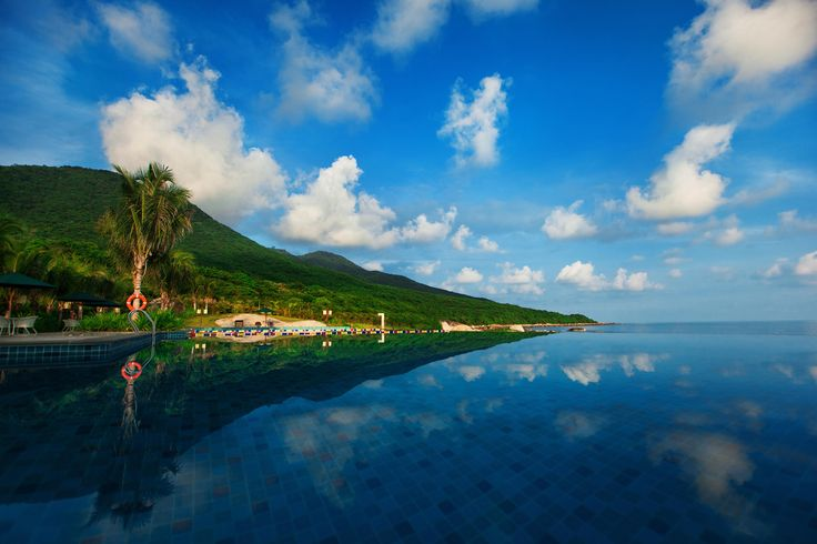 Visits to Sanya are more than beach life. You can also experience the beauty of nature and enjoy all of the benefits of living an unplugged life outside of the city.