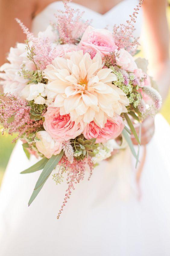 暖かい色合いに、心まで温かくなる♡秋ならではの可愛いお花で作るオータムブーケ特集♡にて紹介している画像