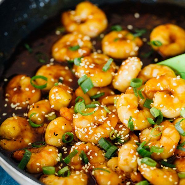 Honey ginger garlic shrimp stir fry takes only 20 minutes to put together! You will love the short amount of time that you'll be in the kitchen!