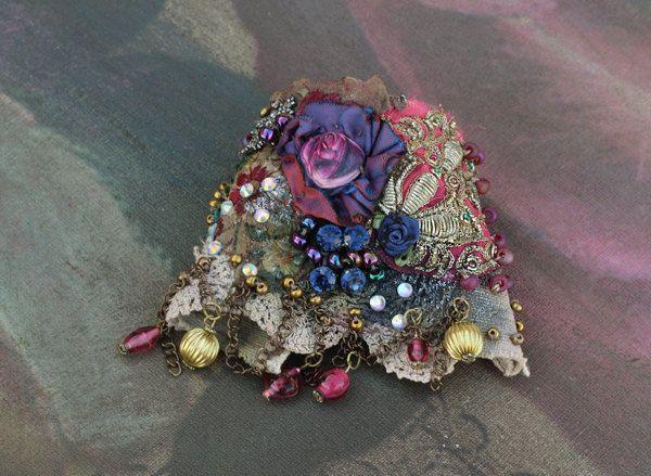 Brazalete rosa púrpura negrilla del pun o con encajes