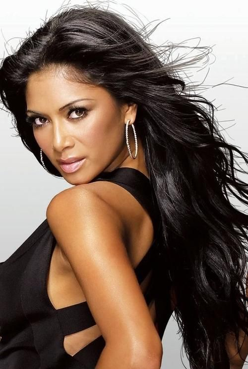 if i could have one wish come true, it would be to look like Nicole Scherzinger and have her body, she is the definition of beautiful <3