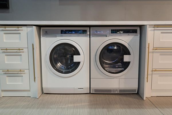 The Pros and Cons Of Compact Washers and Dryers | Appliances can take up a lot of space, especially if you live in a smaller home. Learn the pros and cons of compact washers and dryers and find out which size is right for you. #HomeMattersBlog