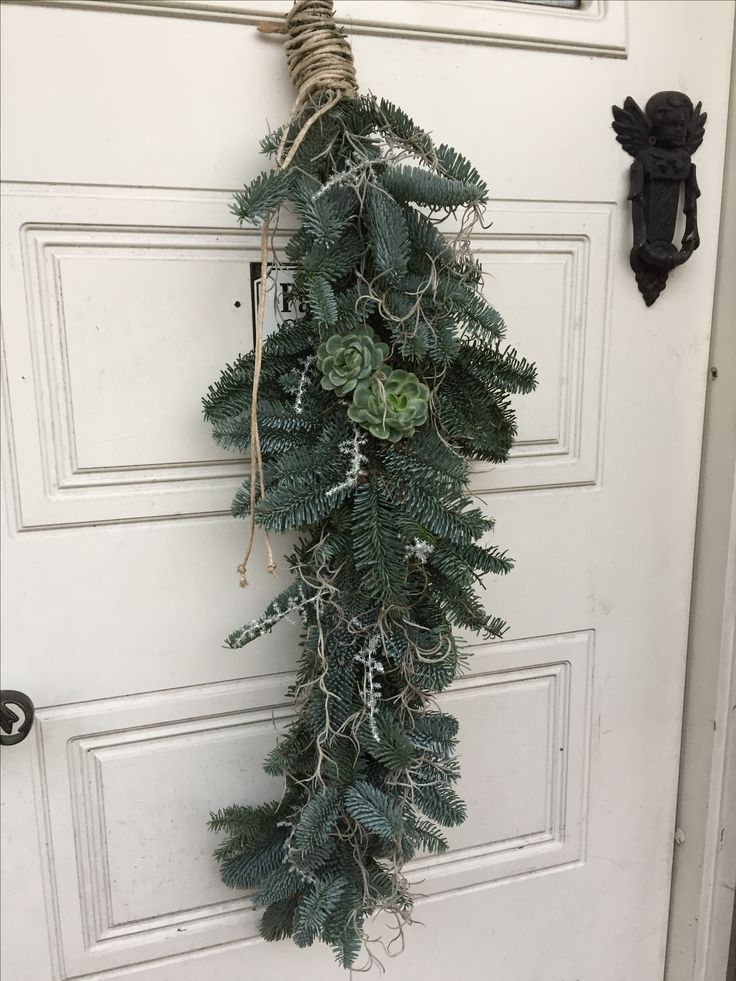 DIY Homemade Garland on the door for Christmas