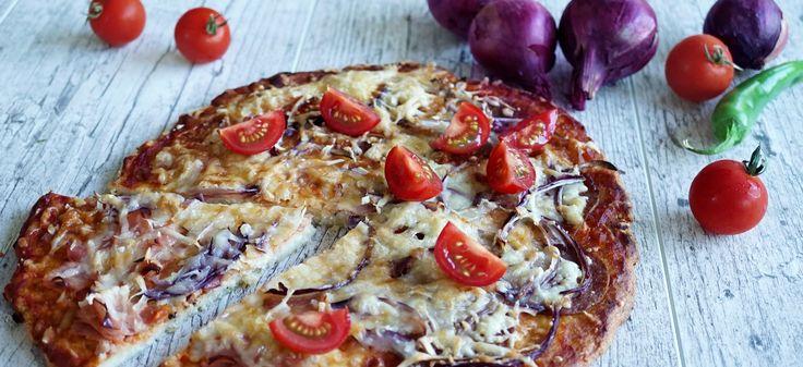1 pizza 350 g tehéntúró 80 g zabkorpa 1 fej vöröshagyma 1 darab tojás 1 teáskanál só 4 reszelt parmezán 1 fokhagyma 1 teáskanál szárított oregánó bors olívaolaj 1 darab kisebb lilahagyma 1 cső kukorica 100 g gouda vagy ...