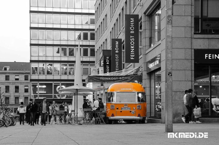 Markus Medinger Picture of the Day | Bild des Tages 18.04.2017 | www.mkmedi.de #mkmedi  Food Truck Calwer Straße Stuttgart  #stuttgartlikeNY #nyfeelings #urban #city #foodtruck #calwerstrasse #stuttgart #badenwuerttemberg #germany #deutschland  #pictureoftheday #bilddestages #building #streetphotography #streetphotographystuttgart #igersstuttgart #365picture  @badenwuerttemberg @visitbawu @0711stgtcty @deinstuttgart @0711stgtcty @stuttgart.places @ig_stuttgart @geheimtippstuttgart…