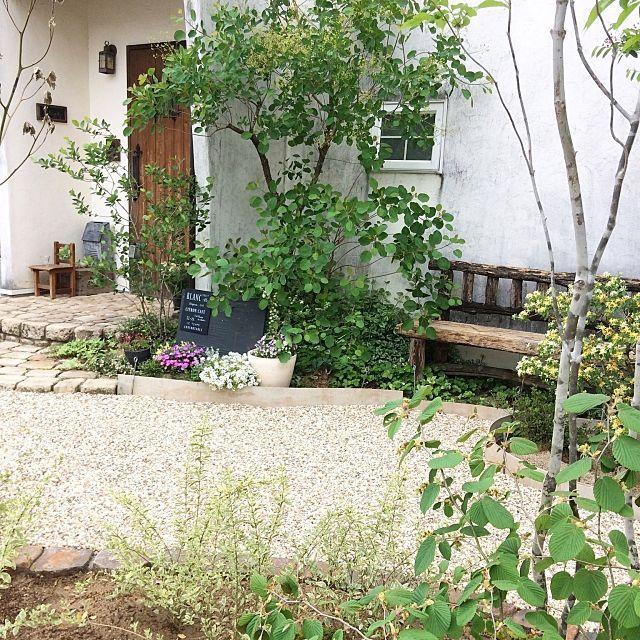 女性で、の玄関/外構未完成/アンティークレンガ/グリーンのある暮らし/お庭の花/お庭…などについてのインテリア実例を紹介。(この写真は 2017-05-06 15:52:45 に共有されました)