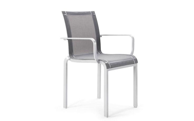 Tandem Stuhl mit Armlehnen -  Möbel / Gartenmöbel / Gartensitzmöbel -  Dieser Stuhl aus der Tandem-Kollektion von EGO Paris bietet besten Sitzkomfort. Durch die bequemen Armlehen können Sie die Zeit im Kreise von Familie oder Freunden erst so richtig genießen. Das ultra-leichte Material Aluminium macht den Stuhl zu einem richtigen Leichtgewicht, zudem ist er stapelbar und daher enorm...