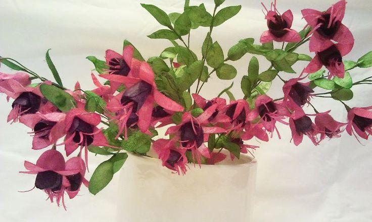 İpek Kozasından Küpe Çiçeği  Sipariş vermek için: www.ipekelsanatlari.com - info@ipekelsanatlari.com  *****************************************  Fuchsia/Mrs Popple made of silk cocoon  Buy it Online! www.ipekelsanatlari.com - info@ipekelsanatlari.com  #ipek #koza #sakayık #cicek #fuchsia #mrs_popple #silk #cocoon #handmade #diy_crafts #design #flower #ipekbocegi #ipekelsanatlari