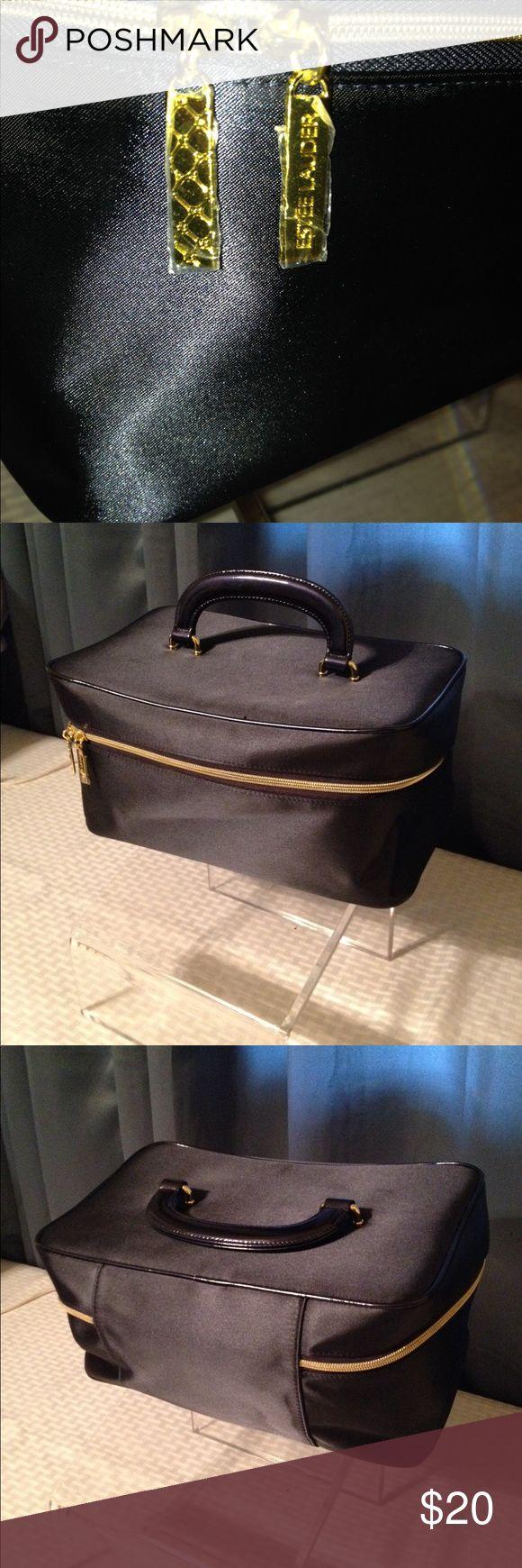 💥NEW💥 Estée Lauder Travel Case new no tags Estée Lauder Blue Travel Case,  free gift ( Vera Bradley makeup bag) as seen in picture Estee Lauder Bags